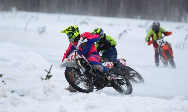Koskinen ja Rantala moottoripyörien jääradan Suomen mestareiksi